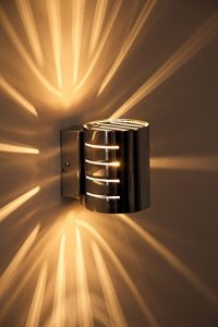 Wandleuchte Ponte in Chrom – Wand Lampe mit tollen Licht-und Schatteneffekten – Wohnzimmer Wandlampe mit sternförmigem Lichteinfall und Schalter