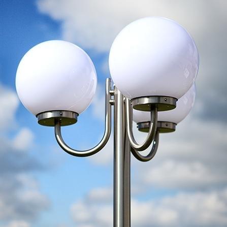 Mastleuchte Kugel Edelstahl 2,29 m | 3-flammig + E27 + IP44 + robust + winterfest + dimmbar | Kandelaber Terrasse & Weg | Außenleuchte | Standleuchte | Gartenlampe | Außenlampe | Straßen-Laterne