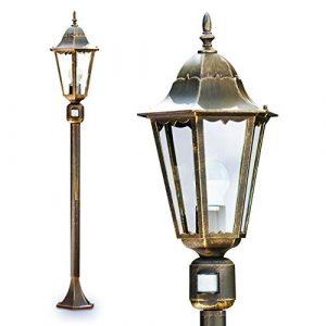 Außenstehleuchte Hongkong – Stehlampe mit Bewegungsmelder im klassischem Look – Aluminium Sockelleuchte in braun-gold mit Glasschirm